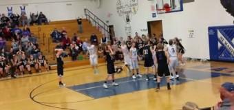 В последние секунды игры баскетбольный мяч застрял на дужке кольца. Видео