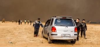 Россияне на горящих автомобилях спасались от пожаров на Забайкалье. Видео