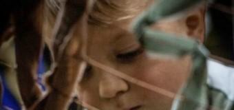 «Маленький герой» плетет маскировочные сети для бойцов АТО. Фото