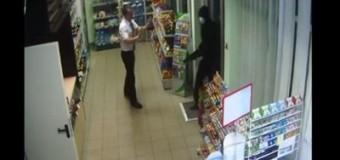 Видео с камер наблюдения вооруженного ограбления АЗС под Николаевом