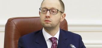 Яценюк вновь «засветился» в эконом-классе. Фото