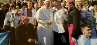 Папа Римский получил в подарок футболку с Савченко. Фото
