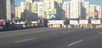 Киев: Недовольные владельцы МАФов перекрыли проспект Бажана. Видео