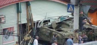 В Луганске БМП сепаратистов врезался в кафе: есть погибшие. Фото