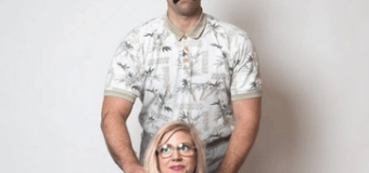 Нестандартная фотосессия пары на честь помолвки насмешила сеть. Фото