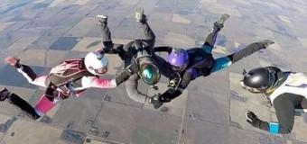 Хит сети: девушке набили тату во время прыжка с парашютом. Видео