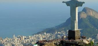 Россияне взобрались на статую Христа в Бразилии. Видео
