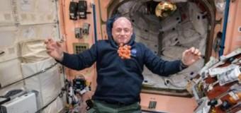 Астронавт удивил сеть игрой в пинг-понг на борту МКС. Видео