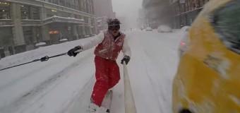Сноубордист прокатился по улицам Нью-Йорка. Видео