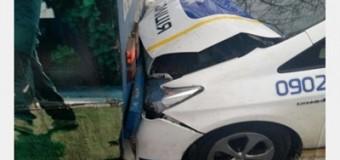 В Харькове полицейское авто въехало в троллейбус. Видео