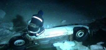 В Харькове авто упало в реку. Фото
