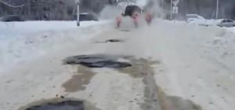 Хит сети: в России асфальтируют снег. Видео