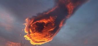 Хит сети: рука Бога грозит португальцам с небес. Фото