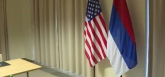 На встрече Керри и Ларова посмеялись над российским флагом. Видео
