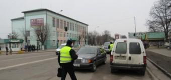 Во время сессии за неправильную парковку авто оштрафовали двух депутатов. Видео
