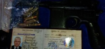 В Киеве во время обыска нашли именное оружие Чечетова. Фото