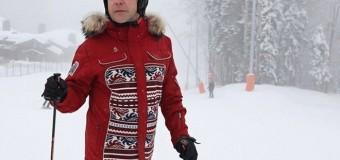 В интернете посмеялись над «лыжным» образом Медведева. Фото