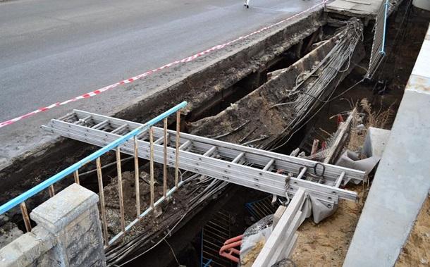 В центре Луганска обвалился мост. Фото