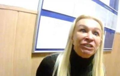 Скандал с блондинкой в полиции высмеяли в сети. Фото