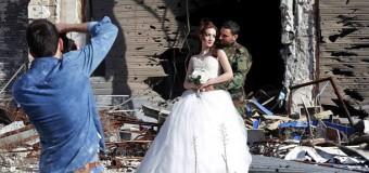 Сеть поразили необычные свадебные фото из Сирии