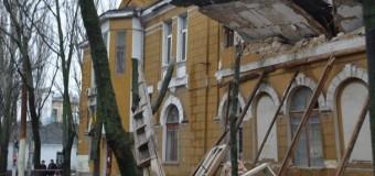 ЧП в Николаеве: обрушилось здание школы. Фото