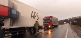 На Закарпатье не пускают российские грузовики. Фото