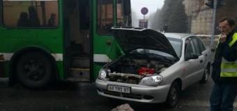 В Харькове троллейбус попал в ДТП. Фото