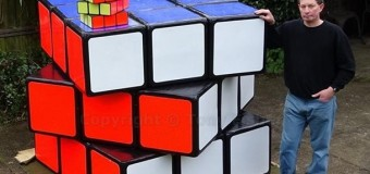 Британец создал самый большой кубик Рубика. Видео