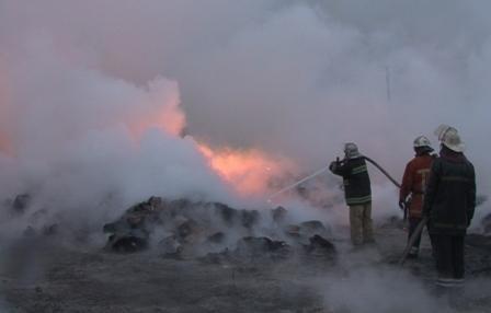 Под Днепропетровском загорелся завод. Видео