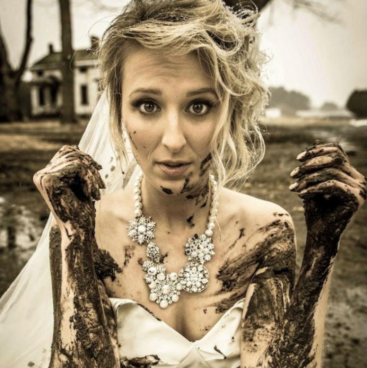 Необычная традиция современных свадеб позабавила сеть. Фото