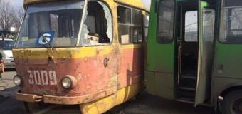 ДТП в Харькове: трамвай врезался в маршрутку