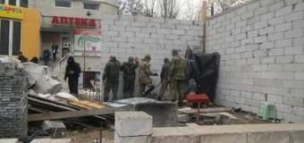 В Одессе жители сами разобрали скандальную постройку