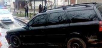 Полицейские Львова со стрельбой преследовали иномарку с пьяной женщиной