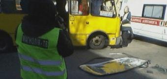 В Киеве произошло ДТП с участием маршрутки и внедорожника. Фото