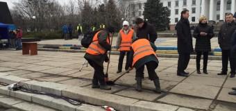 В Краматорске к приезду президента засыпали ямы