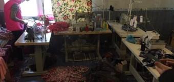 В Одессе нелегалы из Азии принудительно шили одежду в подпольном цехе. Фото