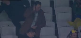 Сеть «взорвал» танец болельщика на футбольном матче. Видео