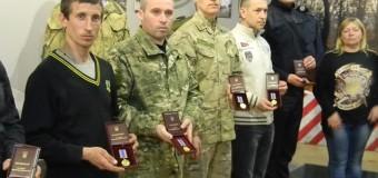 Запорожские бойцы получили медали «Защитнику Отечества». Фото