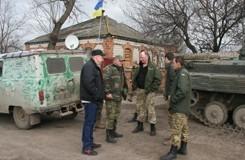 Харьковчане передали бойцам продукты и вещи
