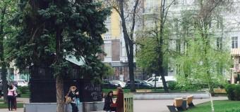 В Киеве посреди площади появилось пианино. Фото