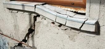 В Черновцах оползень разрушил три дома. Фото
