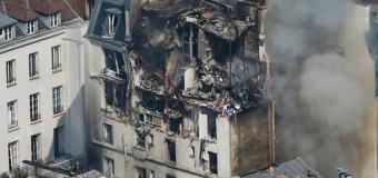 В результате мощного взрыва в центре Парижа пострадали 17 человек. Фото