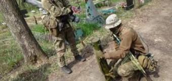 На Луганских кладбищах ищут мины. Видео