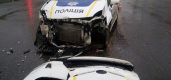 В Харькове таксист врезался в авто патрульной полиции. Фото