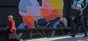 Сеть «взорвал» поцелуй Путина и Трампа. Видео