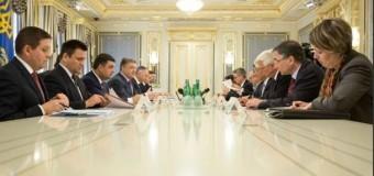 Порошенко просит мировую общественность продлить санкции против России