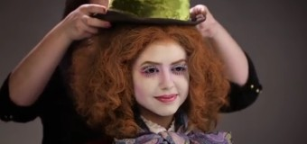 Шикарное перевоплощение одной модели в героев Алисы в Зазеркалье. Видео