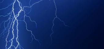 В Черкасской области молния попала в мужчину, который стоял на остановке