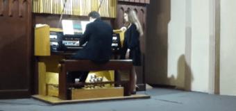 Новый хит сети: в Красноярске «Лабутены» сыграли на органе. Видео