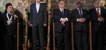 Осквернитель тронов: в сети продолжают высмеивать Путина на Афоне. Фото